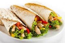 przepis na pyszną tortille:  SKŁADNIKI: -sałata  -placki tortilla -pomidor -pierś z kurczaka -papryka -rzokiewka  SKŁADNIKI DO SOSU: -czosnek -jogurt naturalny -majonez -pieprz ...