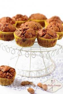 Muffinki snickersowo - nutellowe  Na 12 muffinek: •250 g mąki pszennej  •6 łyżek drobnego cukru trzcinowego (zastąpiłam Muscovado)  •1 i ½ łyżeczki proszku do pieczenia  •szczyp...