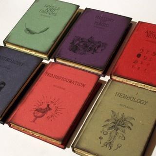 Książki. Podręczniki. Harry Potter. Hogwarts.