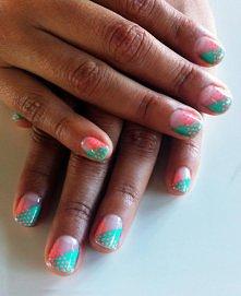 manikure w pastelowych kolorach