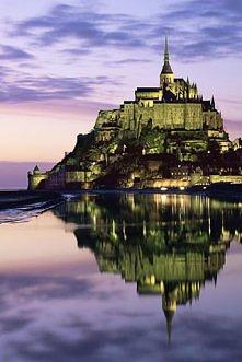 cudny zamek nad morzem