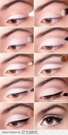 Rozświetlający makijaż oka