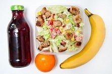 Sałatka z grzankami herbata owocowa banan i mandarynka Składniki na 6 porcji...