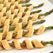 Szparagi z serem, szynką parmeńską i ciastem filo