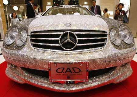 Mercedes Benz cubierto de cristales Svarowski.