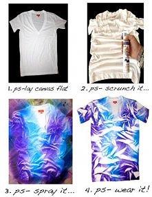 Z białego T-shirtu