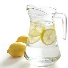 Dieta Lemon Detox polega na zastąpieniu cytrynowym napojem tylko jednego posi...