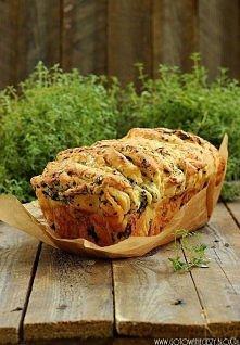 Odrywany chlebek ziołowo serowy   Składniki:     * 3 szklanki mąki   * 1 opa...