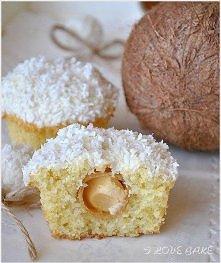 Kokosowe muffinki (Rafaello)   SKŁADNIKI NA CIASTO:  ILOŚĆ: ok. 12 muffine...