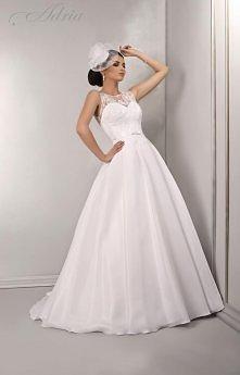 Biała klasyczna elegancja, prosta wyrafinowana forma stworzona specjalnie dla kobiet kochających szyk.