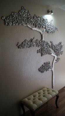 wiatrołap i drzewko w formie wieszaków