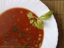 ARABSKA ZUPA POMIDOROWA Z CIECIERZYCĄ  Składniki: - 3 ½ szklanki bulionu warzywnego, - 1 ½ szklanki przecieru pomidorowego, - 1 gałązka selera naciowego, - ½ cebuli, - 2 ząbki c...