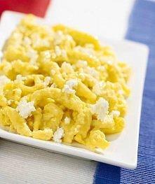 Kluski francuskie  2-3 jajka 2 łyżki masła sól 20 dag niekwaśnego białego ser...