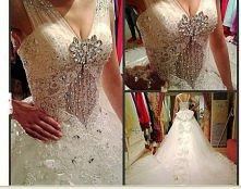 sukienka ślubna jak u książniczki. Wydaję mi się, że jest to korejańska proje...