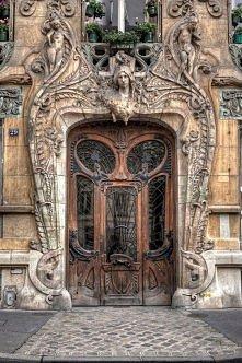 Facade of the building at 29 Avenue Rapp in Paris, France