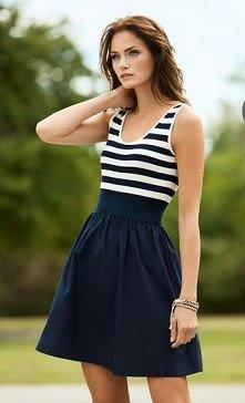 itnew 15:03 Moda na paski Styl marynarski, nigdy nie wychodzi z mody. W letnim okresie sukienki i bluzki w paski znajdziemy w każdym szanującym się sklepie.