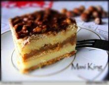 Ciasto Maxi King  Składniki (na blachę 23x37):  ok. 400 g herbatników 1 puszka mleka skondensowanego słodzonego (gotowanego przez 3 godziny) lub gotowej masy krówkowej 1,5 kostk...