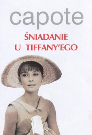 """""""Śniadanie u Tiffany'ego"""" -jest to historia młodej Amerykanki (Holly Golightly) wiodącej karnawałowe życie w Nowym Jorku, łamiącej serca mężczyznom i szukającej męża milionera oraz jej krótkiej znajomości z początkującym pisarzem, którego sama nazywa: Fred. Powieść Capote'a to także obraz Nowego Jorku w latach 40. XX w."""