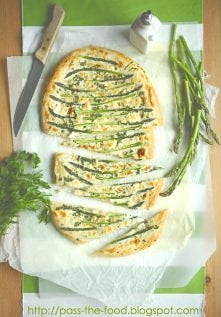 Pizza z zielonymi szparagami Mmm