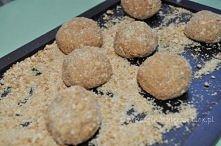 Herbatnikowe krówki Składniki:  450 g Krówek około 20 herbatników 30 g masła ...