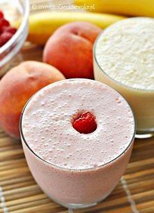Składniki na koktajl jagodowy lub malinowy 1-2 porcje: 120g lodów waniliowych...