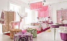 Biało-różowy pokój dziecięcy inspirowany światem Alicji z Krainy Czarów. Król...