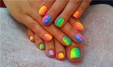 tęczowy manicure
