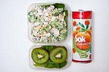 Sałatka brokułowo-pieczarkowa  Składniki na 8 porcji: 500 g brokułów 300 g pieczarek 1 puszka kukurydzy 4 jajka 1 czerwona cebula  sos: 2 łyżki majonezu, 1 łyżka jogurtu greckie...