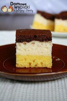 PLACEK KOLOROWY  Ciasto I: - 7 żółtek, - 20 dag cukru pudru, - 25 dag mąki, -...