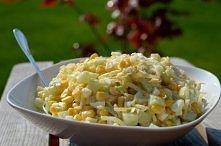Lekka sałatka wiosenna To jedna z moich trzech ulubionych sałatek, obok typowo warzywnej i tej z winogronem. Po raz kolejny, przepis pochodzi od teściowej :). Sałatka jest lekka...