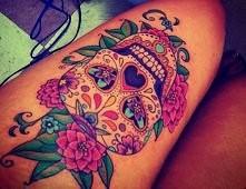 i taki tatuaż mieć na biodrze, ooooo mamo