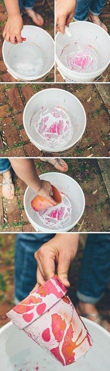 Robimy tą metoda jak z paznokciami :p Nalewamy wodę, dodajemy lakieru do pazn...