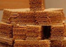 Wafle karmelowe : Masa:  1l mleka 3,2% 1kg cukru  Składniki gotuję połączone ...