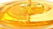 . MASECZKA Z MIODU NA ZMARSZCZKI Na zmarszczki najlepsza jest prosta maseczka z miodu pszczelego. Dzięki doskonałym właściwościom odżywczym miodu skóra szybko staje się lepiej n...