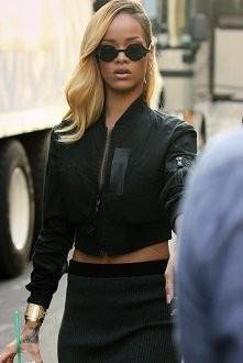 Rihanna zawsze piękna.