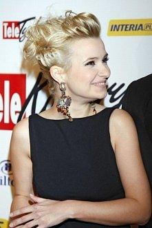 Koroniewska i jej piękna warkoczykowa fryzura