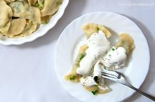 Pierogi z serem i szpinakiem: Przepis na ciasto z tego przepisu Farsz: 200g szpinaku (u mnie mrożony) 200g białego sera 1-2 ząbki czosnku sól, pieprz do smaku 1/3 łyżeczki gałki...
