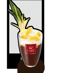 Kawa ananasowa  Składniki: - 150 ml kawy - 20 ml soku ananasowego - 30g ananasa z puszki - 1 żółtko - 120 ml śmietanki kremowej 36% lub bitej śmietany - 2 łyżeczki cukru  Przygo...