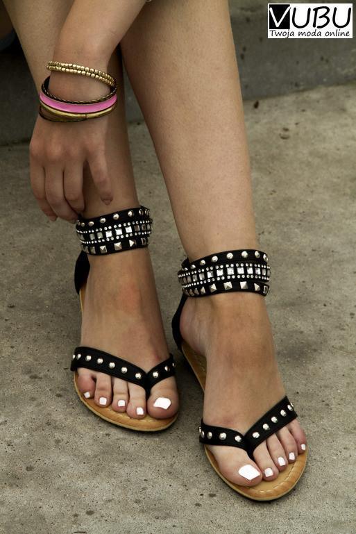 Polub nas na Facebooku i odbierz kod na 1 darmowy koszt dostawy :) Czarne sandały japonki z ćwiekami buty