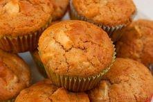 Muffinki - Mini Szarlotki :)  Składniki na 12 sztuk: 2 duże jabłka 280g mąki 2 lyżeczki cynamonu 2 łyżeczki proszku do pieczenia 1/2 łyżeczki sody szczypta soli jajko 100g brązo...