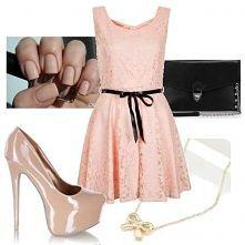 sukienka i szpilki.