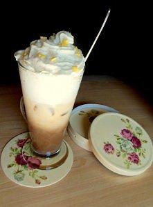 Odrobina mocy i orzeźwienia ;) Mrożona kawa ze spienionym mlekiem, lodami i b...
