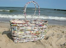 koszyk plażowy z papierowej...