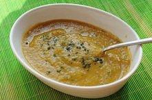 ZUPA 7 SMAKÓW   Składniki (na ok. 6 porcji): - 60 g szpinaku (świeżego lub mrożonego), - 1 mała cukinia, - 1 średni seler (w oryginale 2 rzepy), - 2 duże pomidory, - 2 marchewki...