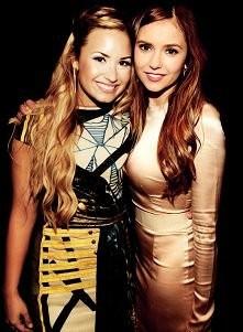 Demi Lovato i Nina Dobrev ;]