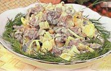 Sałatka z grzybami i szynką: ● szynka - 100 g ● ziemniaki gotowane - 1 szt. ●...