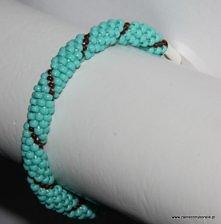 Wężowa bransoletka z korali...