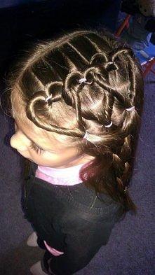 10 dziecięcych fryzur na każda okazję.