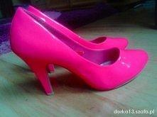Neonowe różowe czółenka <3