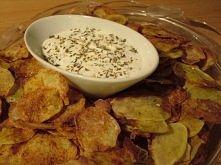 dietetyczne chipsy  przepis:  Obieramy ziemniaki, kroimy w plasterki, układamy na papierze do pieczenia na blaszce, posypujemy przprawami, wkłądamy do piekarnika w temp. 200 sto...